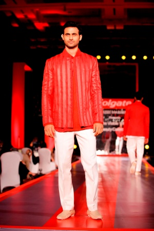 Model in Manish Malhotra's Visible White Collection in the colours of White & Red1